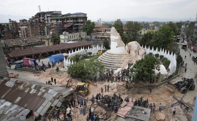 Около 1000 европейци са в неизвестност в Непал