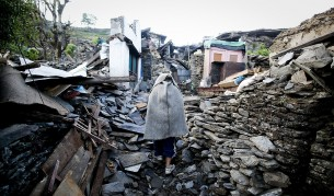 Непал: Откриха още оцелели след труса, вкл. мъж на 101 г.