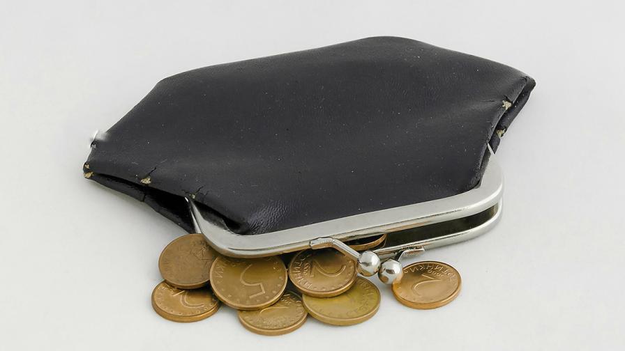 <p>Евростат: Всеки трети българин не може да плаща сметките си навреме</p>