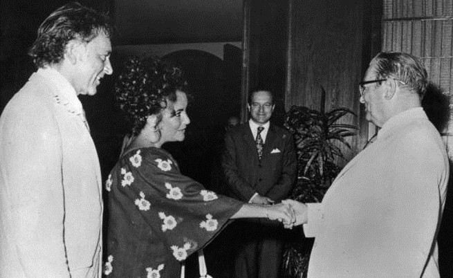 Ричард Бъртън, Елизабет Тейлър и Йосип Броз Тито през 1971 г.