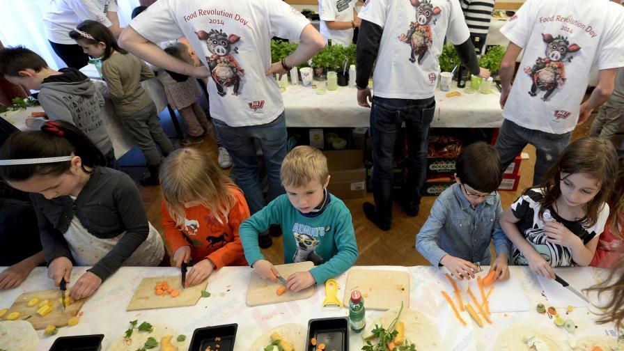 Джейми Оливър с глобална петиция преди Деня за революция в храненето
