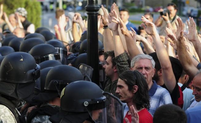 Използвана е безразборна и прекомерна сила срещу протестиращите в Скопие