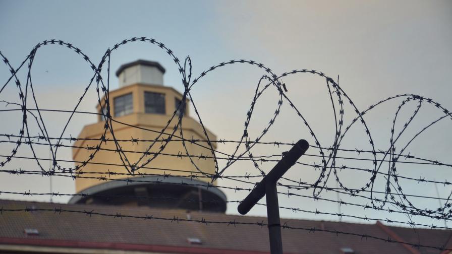 Масови съкращения в затворите