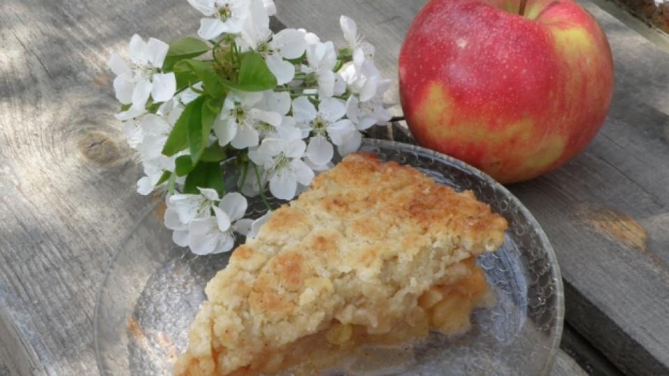 Ябълков разкош с коняк и стафиди