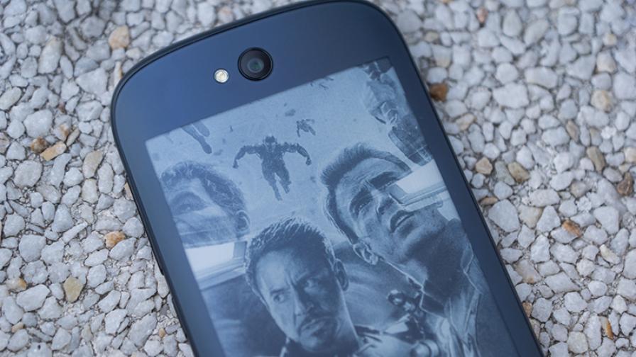 YotaPhone 2 – телефонът с две лица