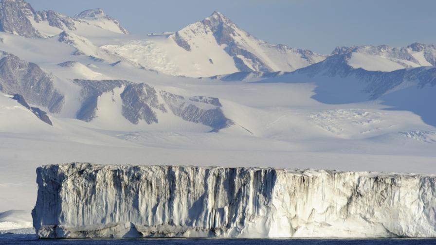 Най-големият леден шелф в Антарктика може да се срине