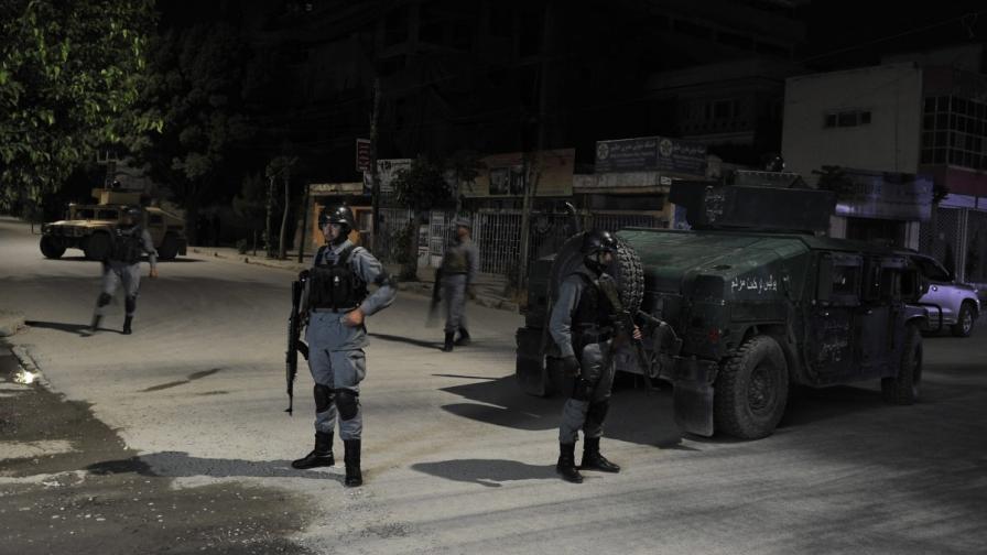 Талибани атакуваха хотел в Кабул, 14 са жертвите