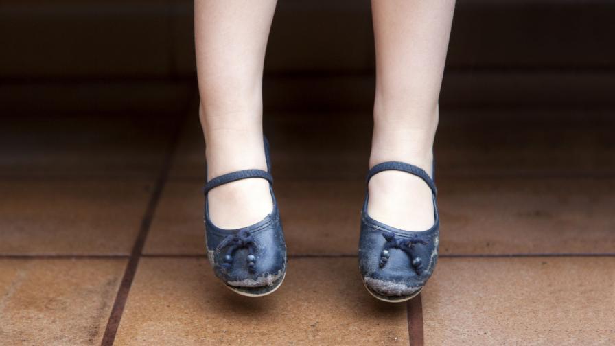 ПФ: Дрехи и помагала вместо надбавки, ако родителите ги харчат неправомерно