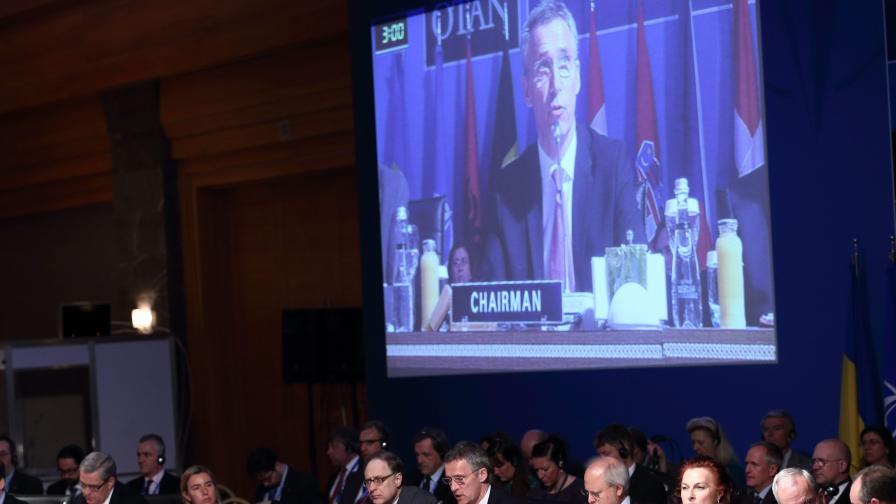 Как външните министри на НАТО пеят We Are The World (видео)
