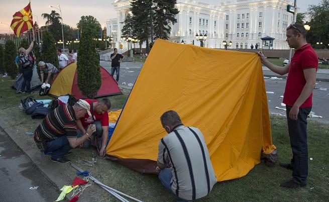 В Скопие започна изграждането на палатков лагер