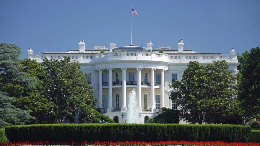 Шегаджия излъга по имейл топ служители на Белия дом
