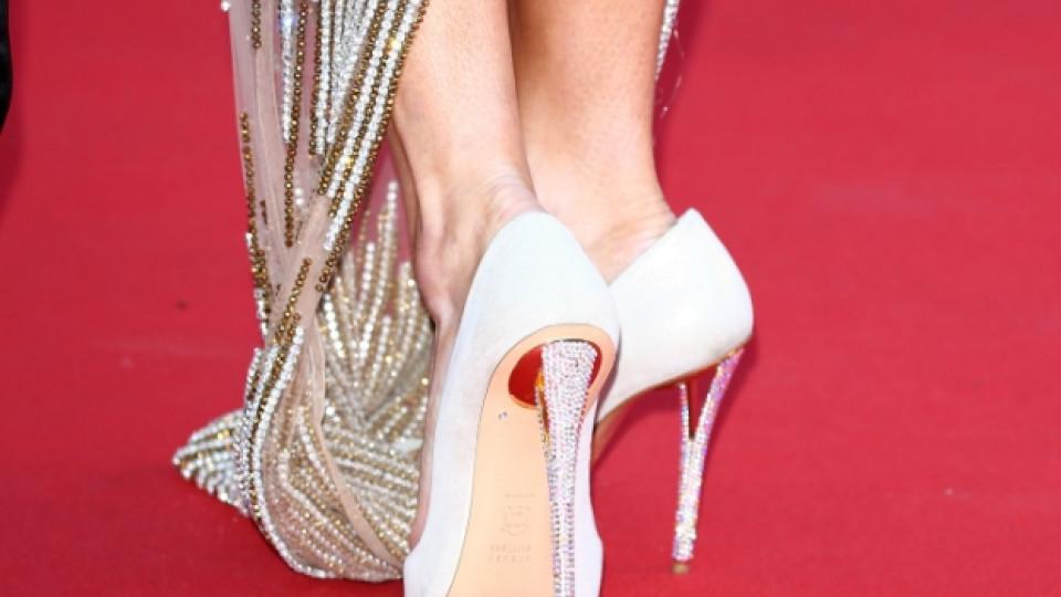 Тази година на червения килим не са били допускани други обувки, освен на ток