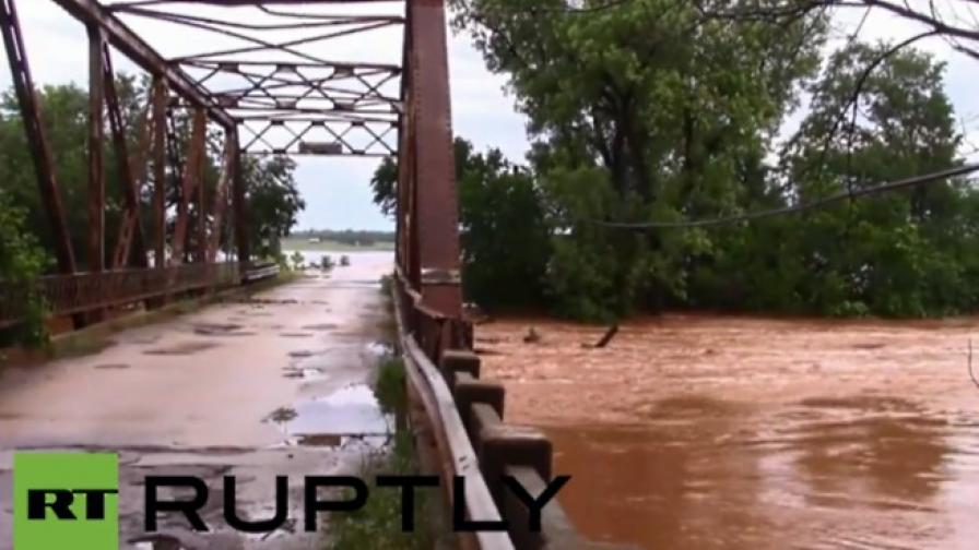 Наводнения взеха живота на най-малко трима души в САЩ