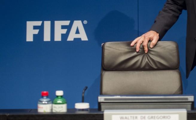 ФИФА временно отстрани 11 чиновници заради корупционния скандал