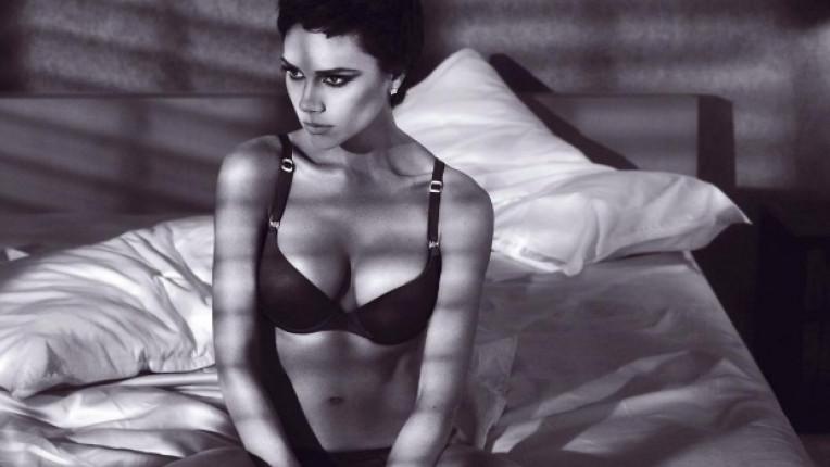 През 2009 г Виктория се снима по бельо в реклама