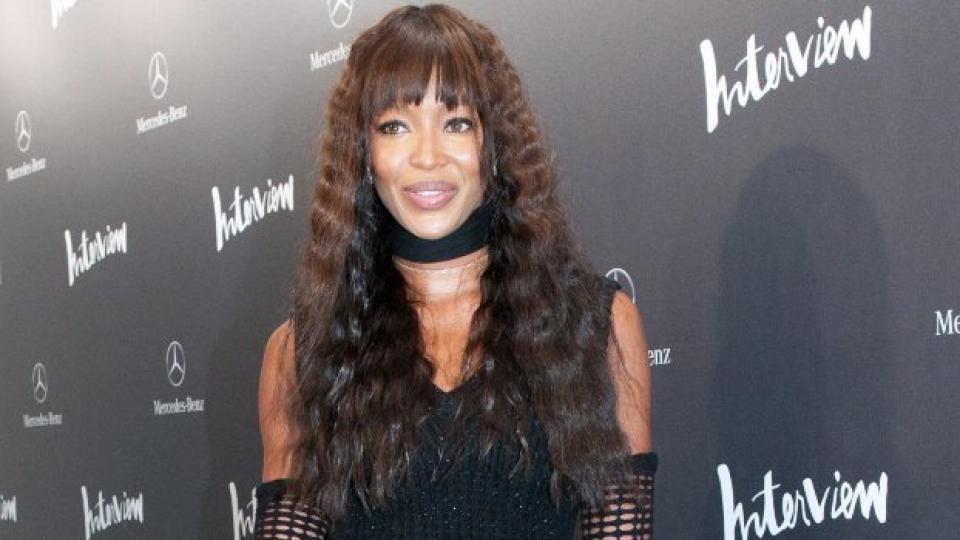 Наоми Кемпбъл изглежда зашеметяващо и на 41 години