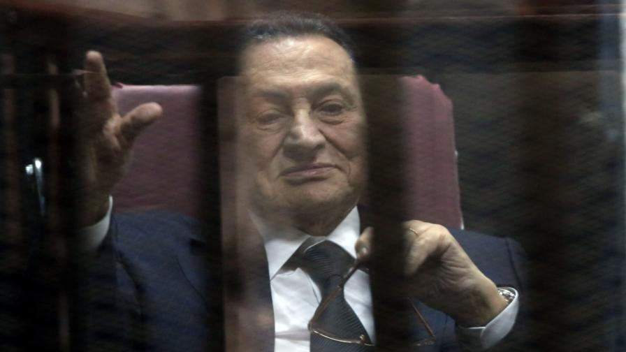 Хосни Мубарак в съда на 29 април 2015 г.
