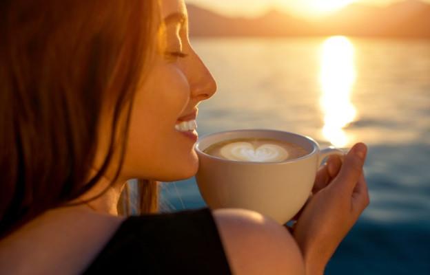 Намалете кофеина, той влошава ПМС, лишава ви от важните за организма течности и микроелементи и ви изнервя още повече.