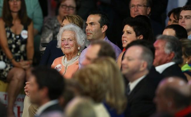 90-годишната Барбара Буш, майката на Джеб, присъства на обявяването на кандидатурата му