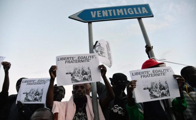 Мигрантите организираха протест на граничния пункт Вентимиля-Мантон