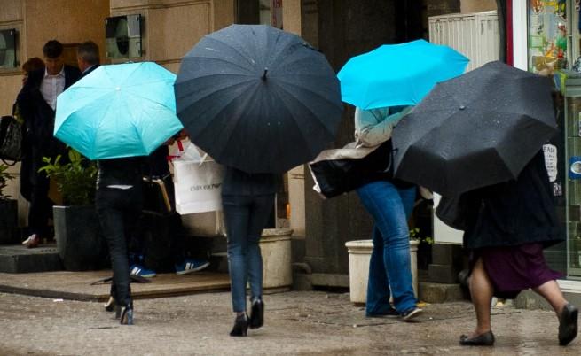 Времето: Облачно и дъждовно, от петък се оправя