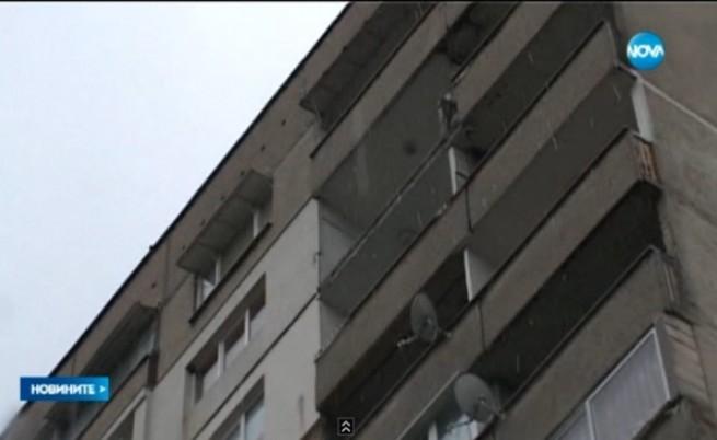 Тераса на блок падна от 14-тия етаж в Стара Загора
