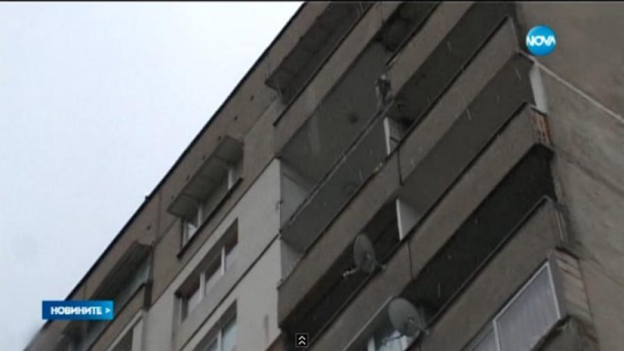 Тераса на блок падна от 14 етаж в Стара Загора