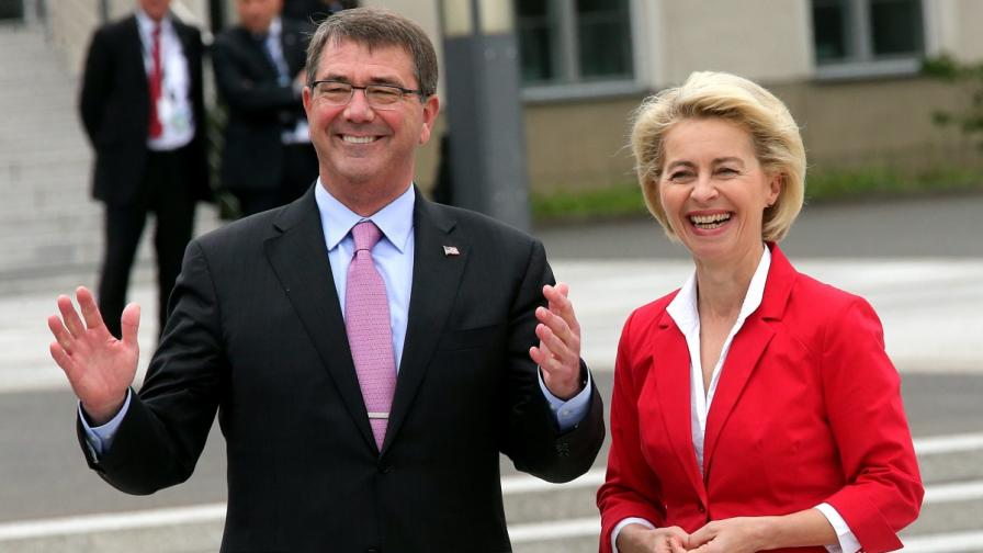 Аштън Картър и германският министър на отбраната Урсула фон дер Лайен