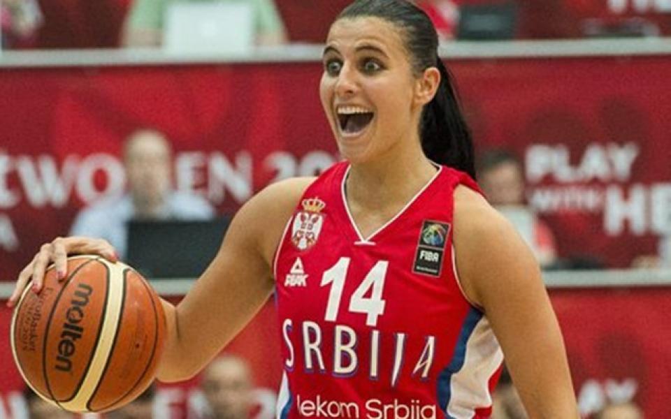 Сръбски баскетболистки впечатлиха със снимки по бански