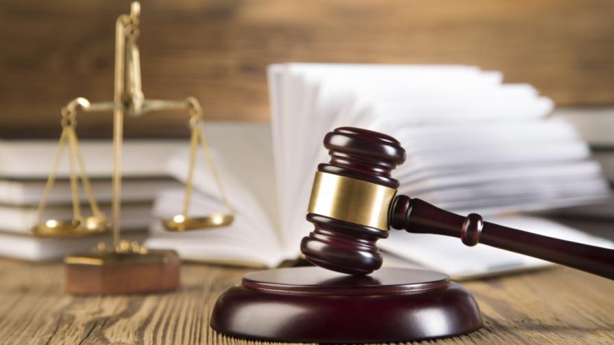 Руската прокуратура иска 23 г. затвор за режисьорa Сенцов