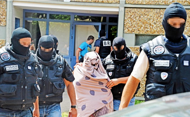 Съпругата на убиеца във Франция: Шокирана съм, ние сме нормално семейство