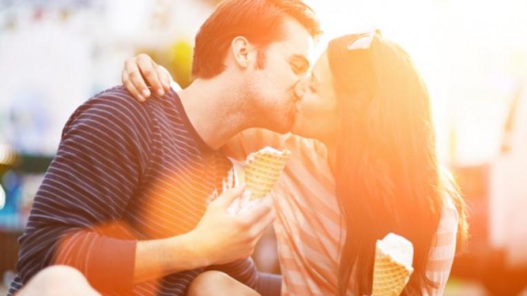 любов двойка щастие целувка