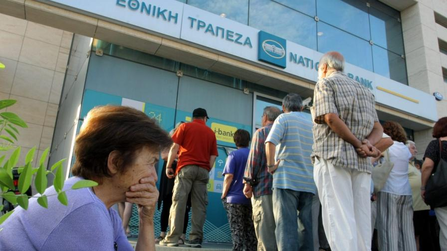 """""""Блумбърг"""": Гръцката сага няма да приключи с референдума"""