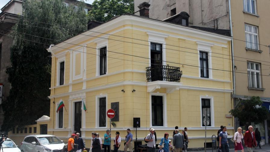 Къщата на Иван Вазов в София светна с обновена фасада