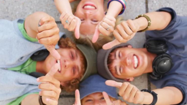благодарни деца щастие тийнейджъри висок успех