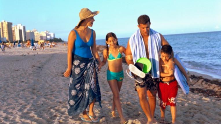 семейство плаж море почивка