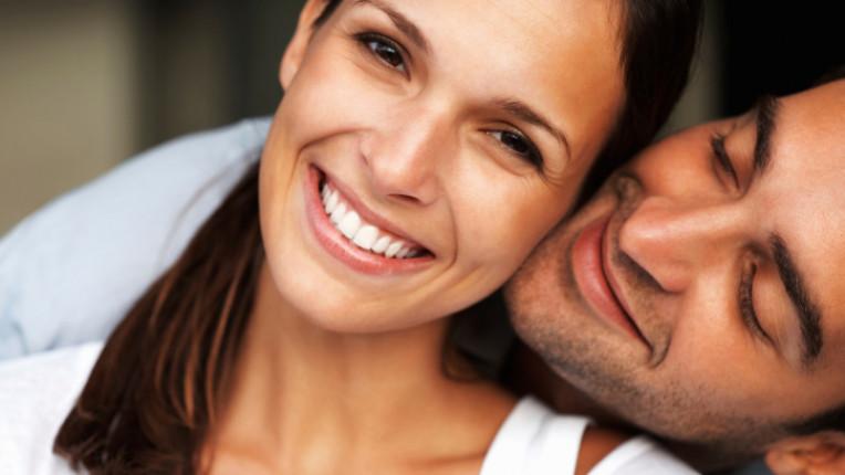Мъж жена прегръдка любов усещане