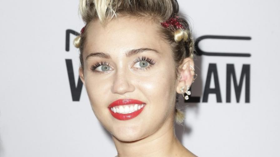 Майли Сайръс ще бъде водеща на видео наградите на MTV