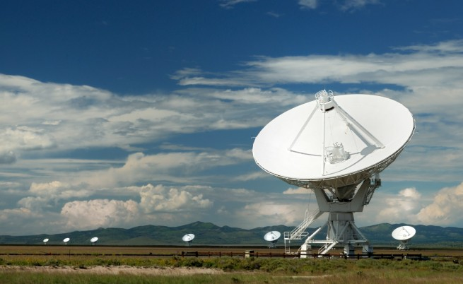 Китай ще търси извънземни с огромен радиотелескоп