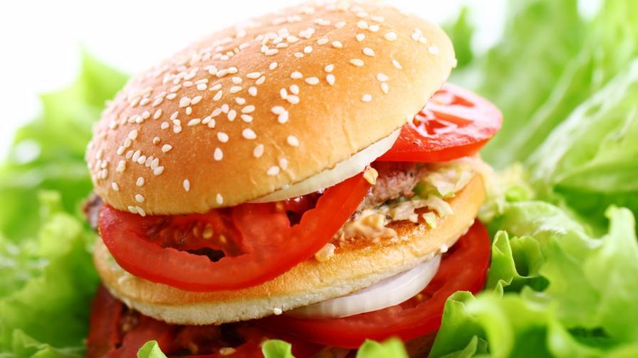 Ню Йорк: Заплатите в ресторантите за бързо хранене се вдигат почти двойно