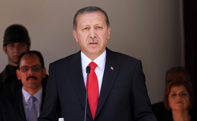 """Турция удари цели на """"Ислямска държава"""" в Сирия"""