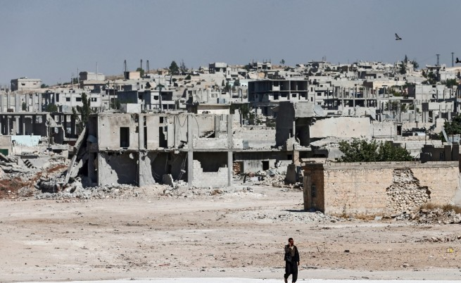 Турски самолети бомбардират и кюрдски бази, и бази на