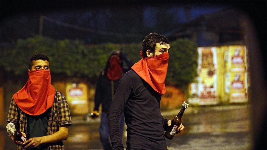 Полицай бе убит в сблъсък с демонстранти в Истанбул