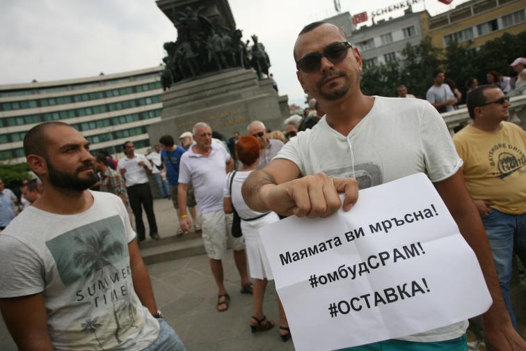 Мая Манолова протест