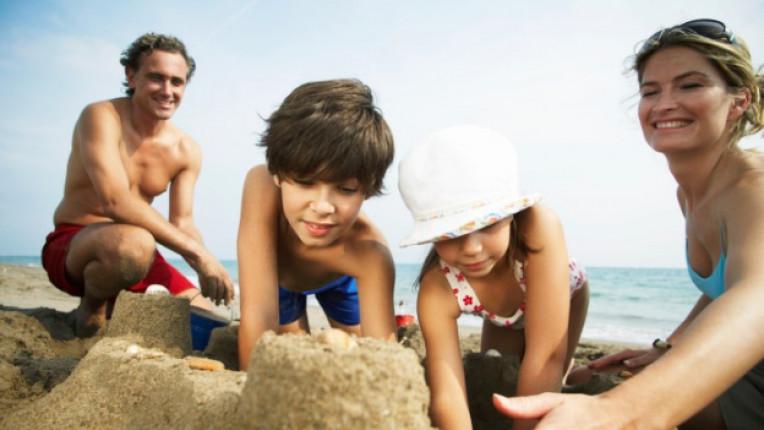 семейство лято почивка деца родители ваканция море