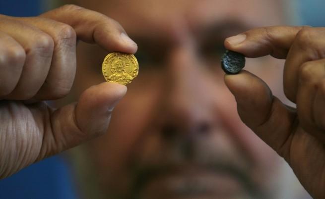 Още ценни находки от Перперикон – рядка златна монета и печат