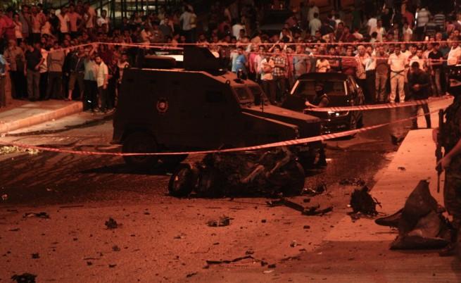 Взрив, престрелка и нападение над консулството на САЩ в Истанбул
