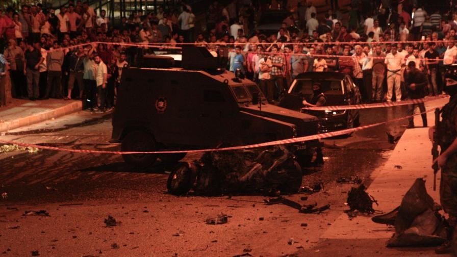 Взрив, престрелка и нападение над консулство в Истанбул