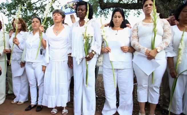 Дамите в бяло. Берта Солер е в центъра