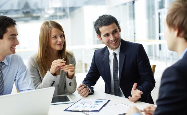 Разказвате на колегите за интимното си преживяване снощи с всички подробности, когато неочаквано се появява шефът. Какво ще направите?